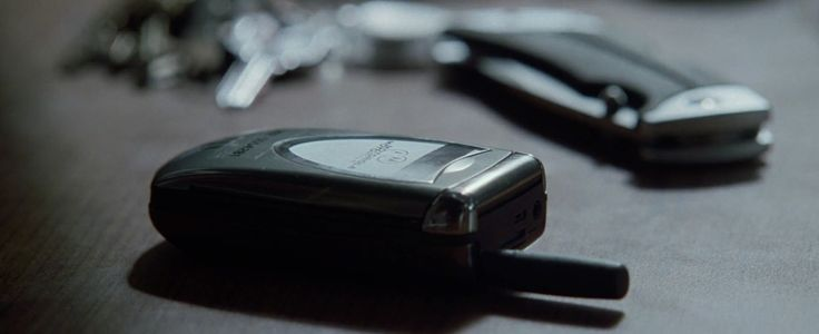 Motorola V60i mobile phone in NATIONAL TREASURE (2004) Movie Product Placement