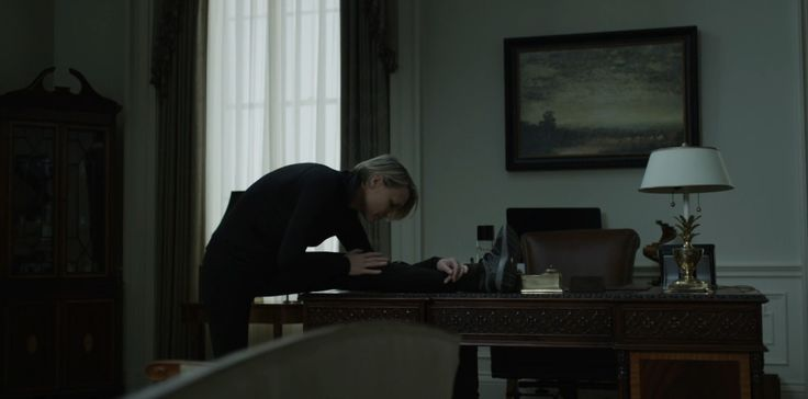 Nike shoes worn by Robin Wright in HOUSE OF CARDS: CHAPTER 47 (2016) TV Show Product Placement