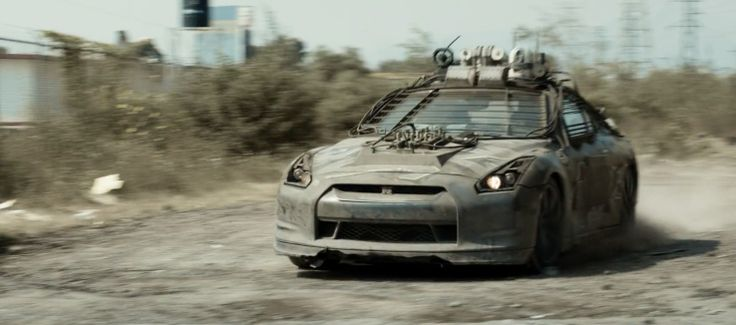 Nissan GT-R in ELYSIUM (2013) Movie Product Placement
