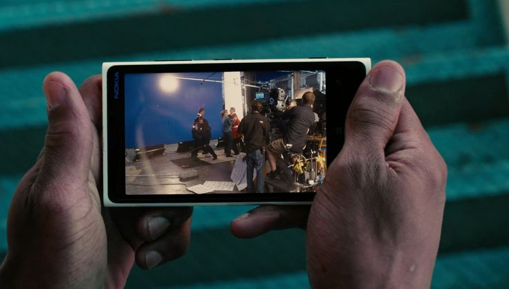 Nokia Lumia 925 mobile phone in GRUDGE MATCH (2013) Movie Product Placement