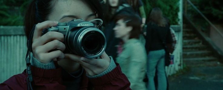 Panasonic Lumix FZ50 camera used by Christian Serratos in TWILIGHT (2008) - Movie Product Placement
