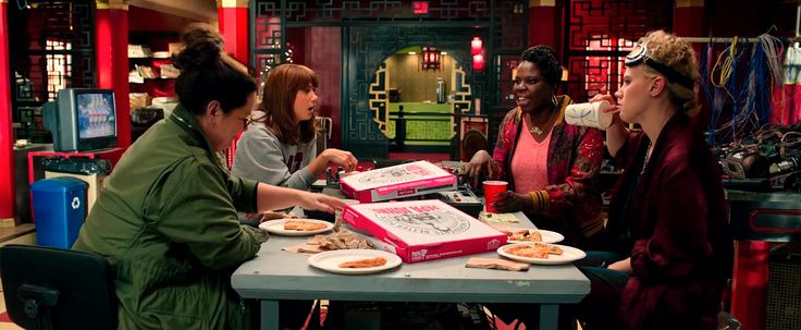 Papa John's pizza - GHOSTBUSTERS (2016) Movie Product Placement