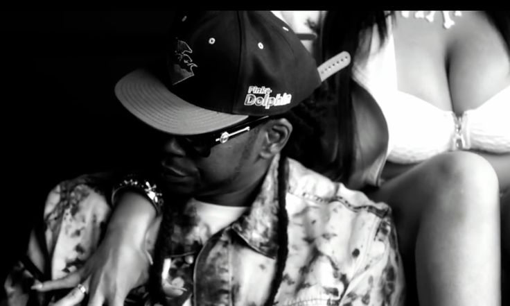 Pink+Dolphin cap and Versace Sunnies - 2 Chainz - No Lie Official Music Video Product Placement