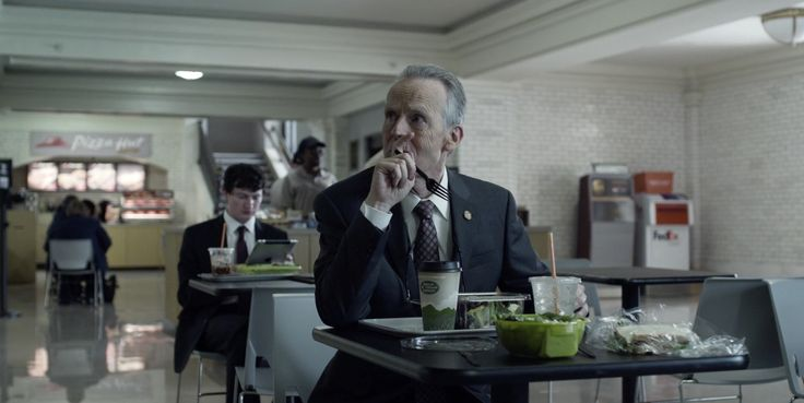 Pizza Hut, Green Mountain Coffee, FedEx and UPS - HOUSE OF CARDS - TV Show Product Placement