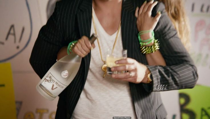 Remy Martin V cognac drunk by Robin Thicke in GIVE IT 2 U by Robin Thicke (2013) Official Music Video Product Placement