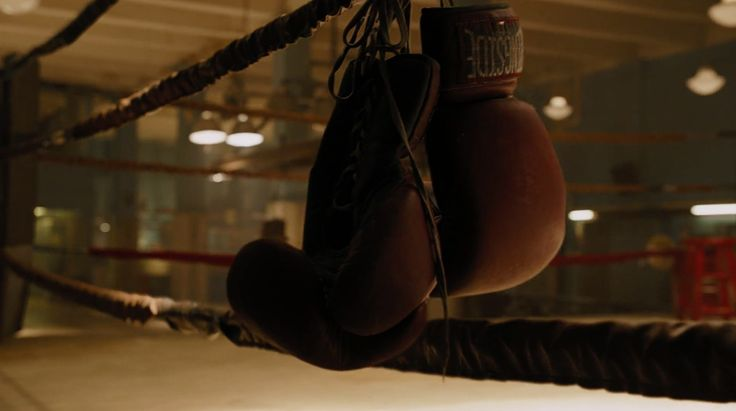 Ringside boxing gloves - THE AVENGERS (2012) Movie Product Placement