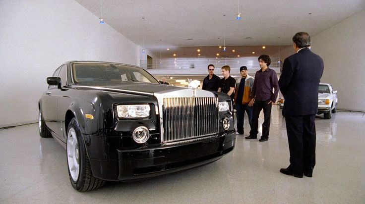 Rolls-Royce Phantom car in ENTOURAGE: THE REVIEW (2004) - TV Show Product Placement