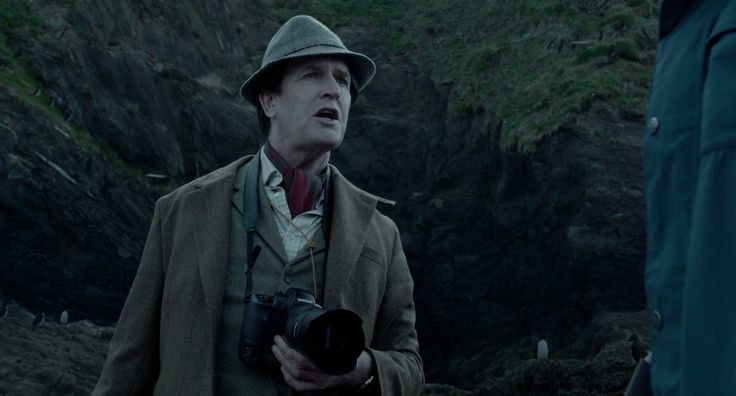 Samsung camera in Miss Peregrine's Home for Peculiar Children (2016) - Movie Product Placement