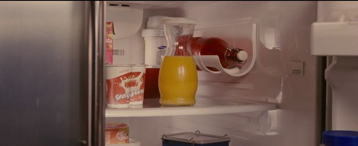 Samsung fridge in THE TWILIGHT SAGA: BREAKING DAWN - PART 1 (2011) Movie Product Placement
