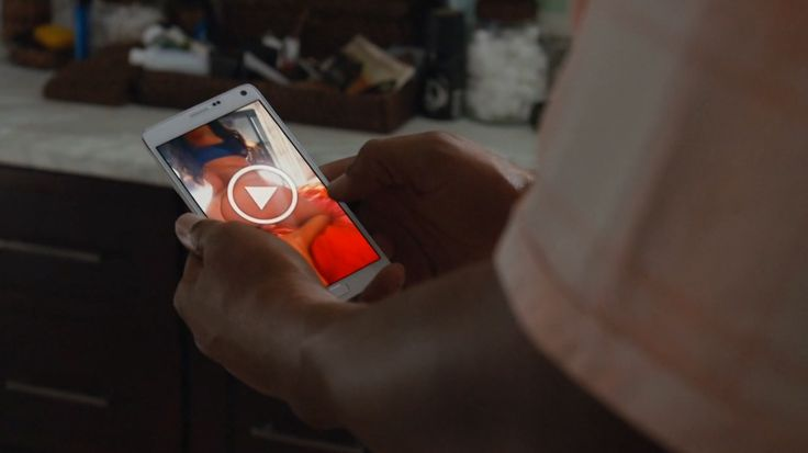 Samsung Galaxy mobile phone in BALLERS: MACHETE CHARGE (2015) Samsung Mobile US... TV Show Product Placement