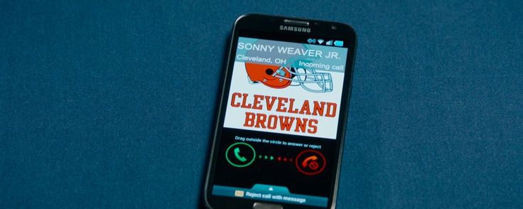 Cleveland Browns and Samsung Galaxy Note mobile phone used by Sean Combs in DRAFT DAY (2014) - Movie Product Placement