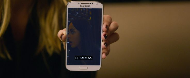 Samsung Galaxy S4 mobile phone used by Kristen Bell in VERONICA MARS (2014) Movie Product Placement