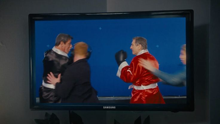 Samsung TV in GRUDGE MATCH (2013) Movie Product Placement