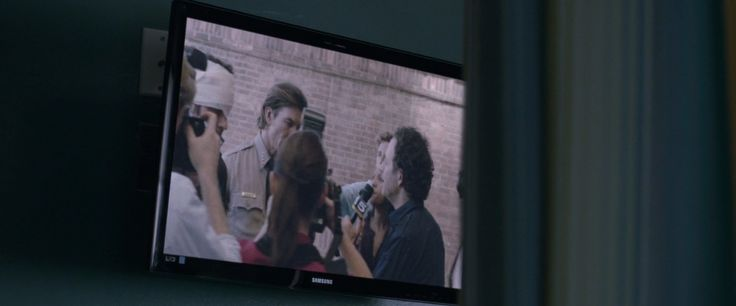 Samsung TV in VERONICA MARS (2014) Movie Product Placement