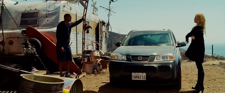 Saturn VUE (2006) car driven by Charlize Theron in Hancock (2008) - Movie Product Placement