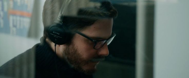 Sony MDR V150 headphones worn by Daniel Brühl in The Fifth Estate (2013) - Movie Product Placement