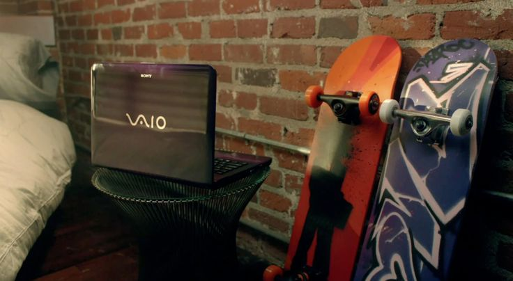 Sony Vaio laptop in WHAT THE HELL by Avril Lavigne (2011) Official Music Video Product Placement