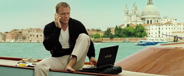Sony Vaio laptop used by Daniel Craig in CASINO ROYALE (2006) - Movie Product Placement