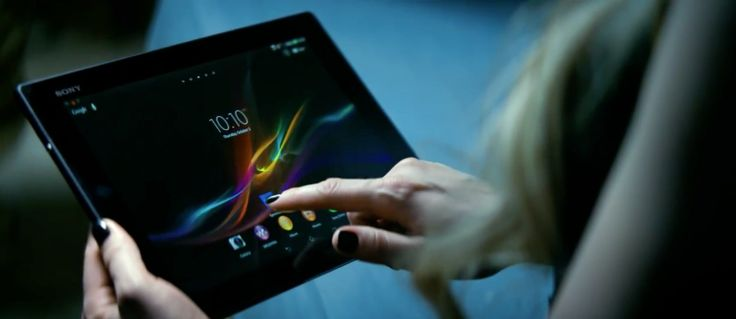 Sony Xperia android tablet used by Avril Lavigne in LET ME GO (2013) Official Music Video Product Placement