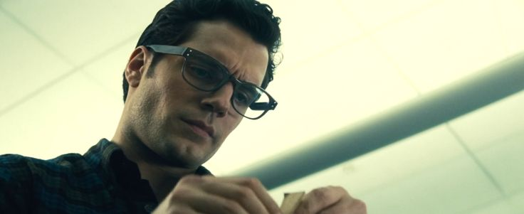 Tom Davies Eyewear - Batman v Superman: Dawn of Justice (2016) Movie Product Placement