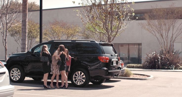 Toyota Sequoia (2008) in THE BLING RING (2013) Movie Product Placement