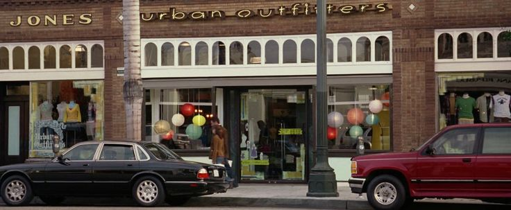 Urban Outfitters store in NATIONAL TREASURE (2004) - Movie Product Placement