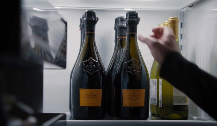Veuve Clicquot Ponsardin champagne in BILLIONS: BOASTS AND RAILS (2016) TV Show Product Placement