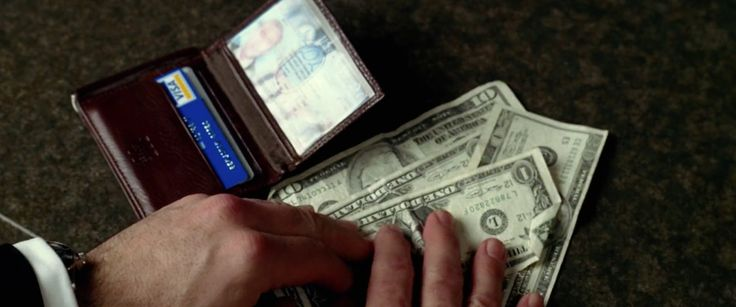 Visa credit/debit card used by Nicolas Cage in NATIONAL TREASURE (2004) Movie Product Placement