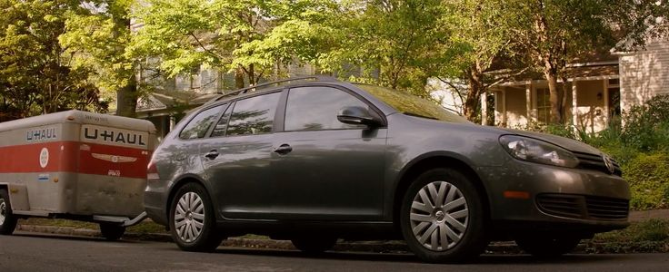 VW Jetta SportWagen A6 [Typ 1K] car and U-Haul trailer in GOOSEBUMPS (2015) Movie Product Placement
