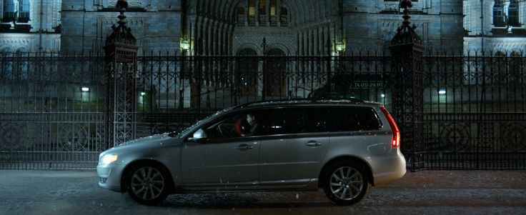 Volvo V70 car in PADDINGTON (2014) Movie Product Placement