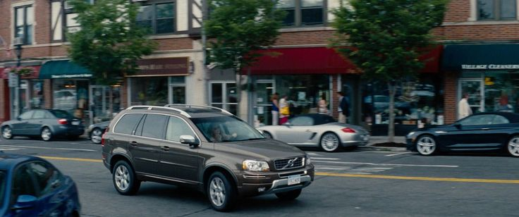 Volvo XC90 car driven by Leslie Mann in THE OTHER WOMAN (2014) - Movie Product Placement