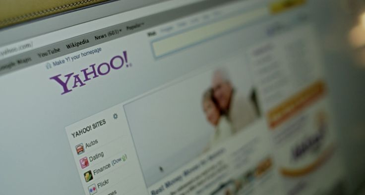 Yahoo website in SIDE EFFECTS (2013) Movie Product Placement