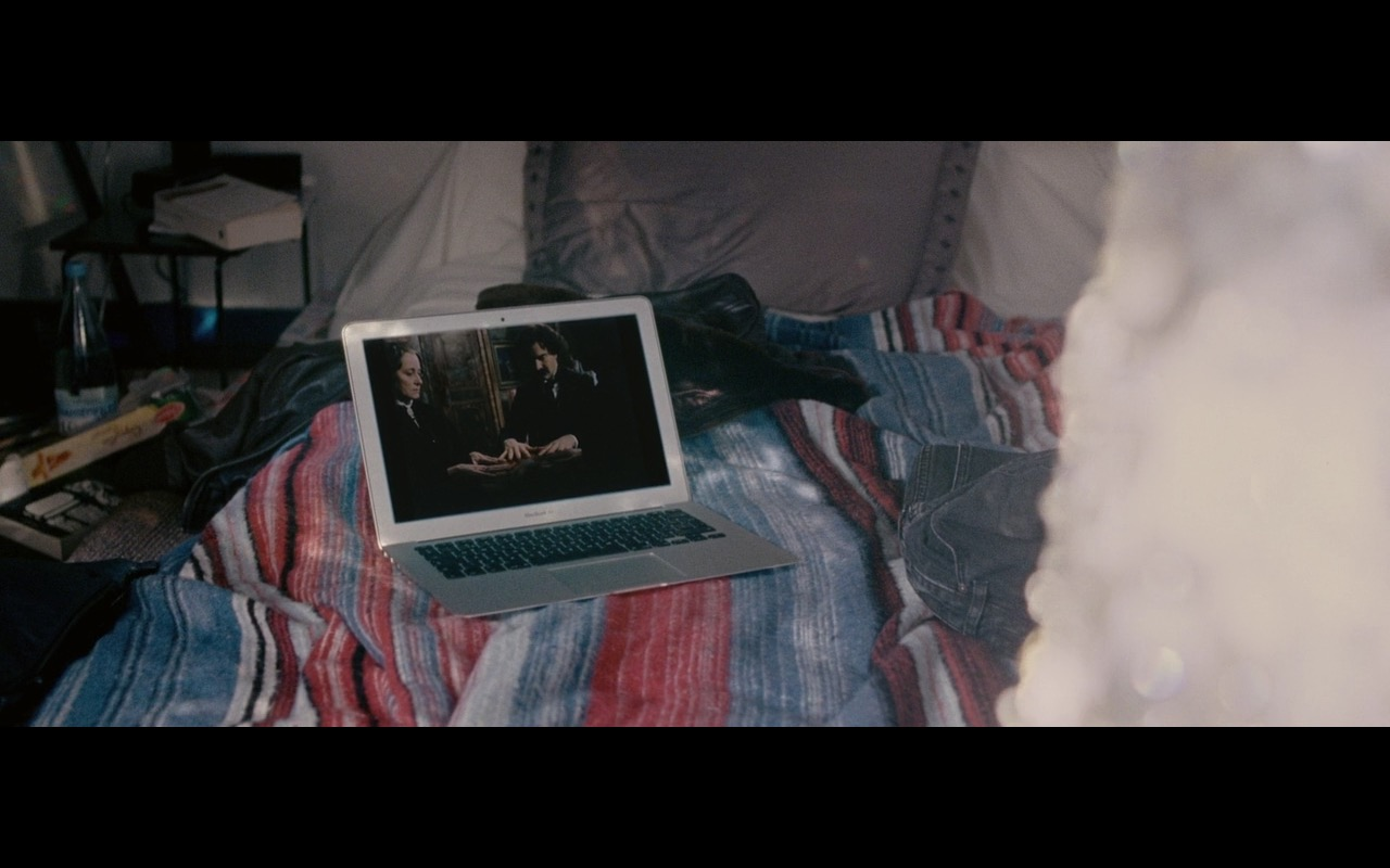 Apple MacBook Air – Personal Shopper (2016) Movie Product Placement