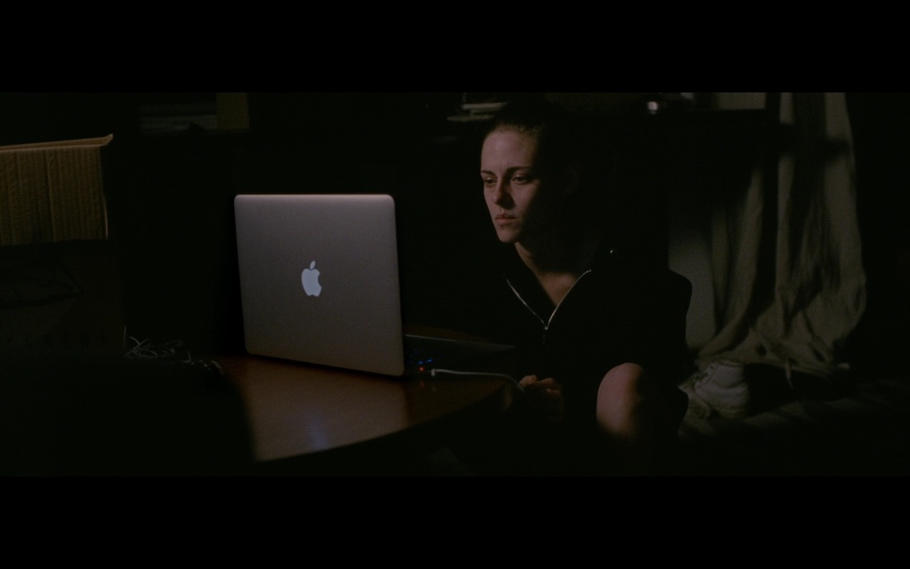 Apple MacBook Pro – Personal Shopper (2016) Movie Product Placement