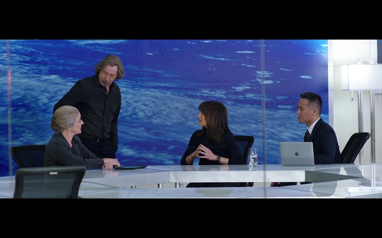 Apple MacBook  - The Space Between Us (2017) Movie Product Placement