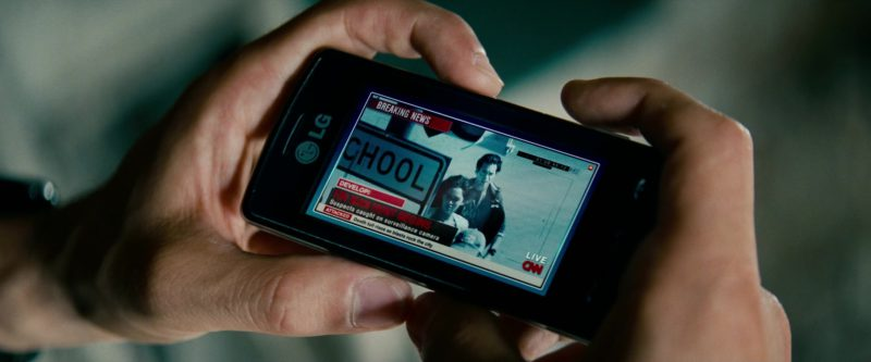 CNN Online TV Channel and LG Versa (VX9600) mobile phone used by Ramon Rodriguez in Transformers: Revenge of the Fallen (2009) Movie Product Placement