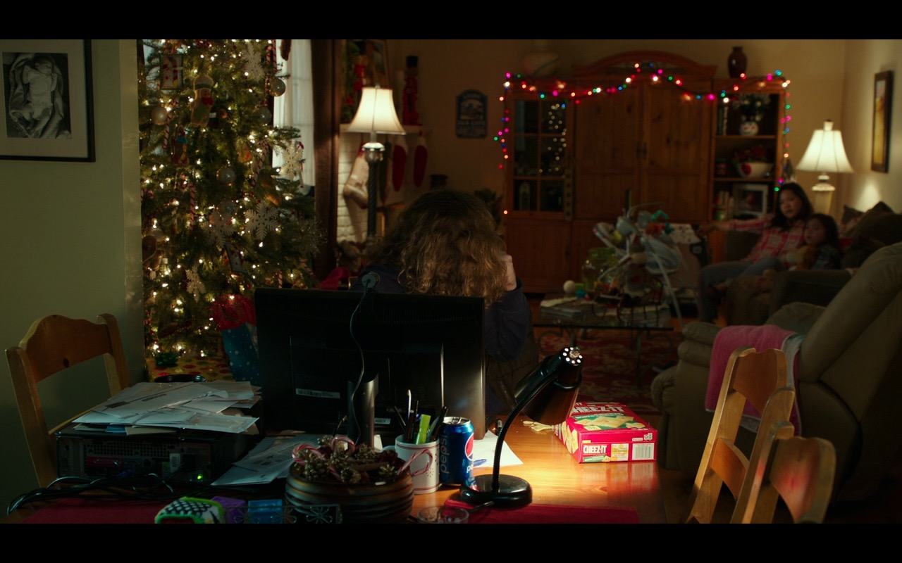 Cheez-It Baked Snack Crackers – Why Him? (2016) Movie Product Placement