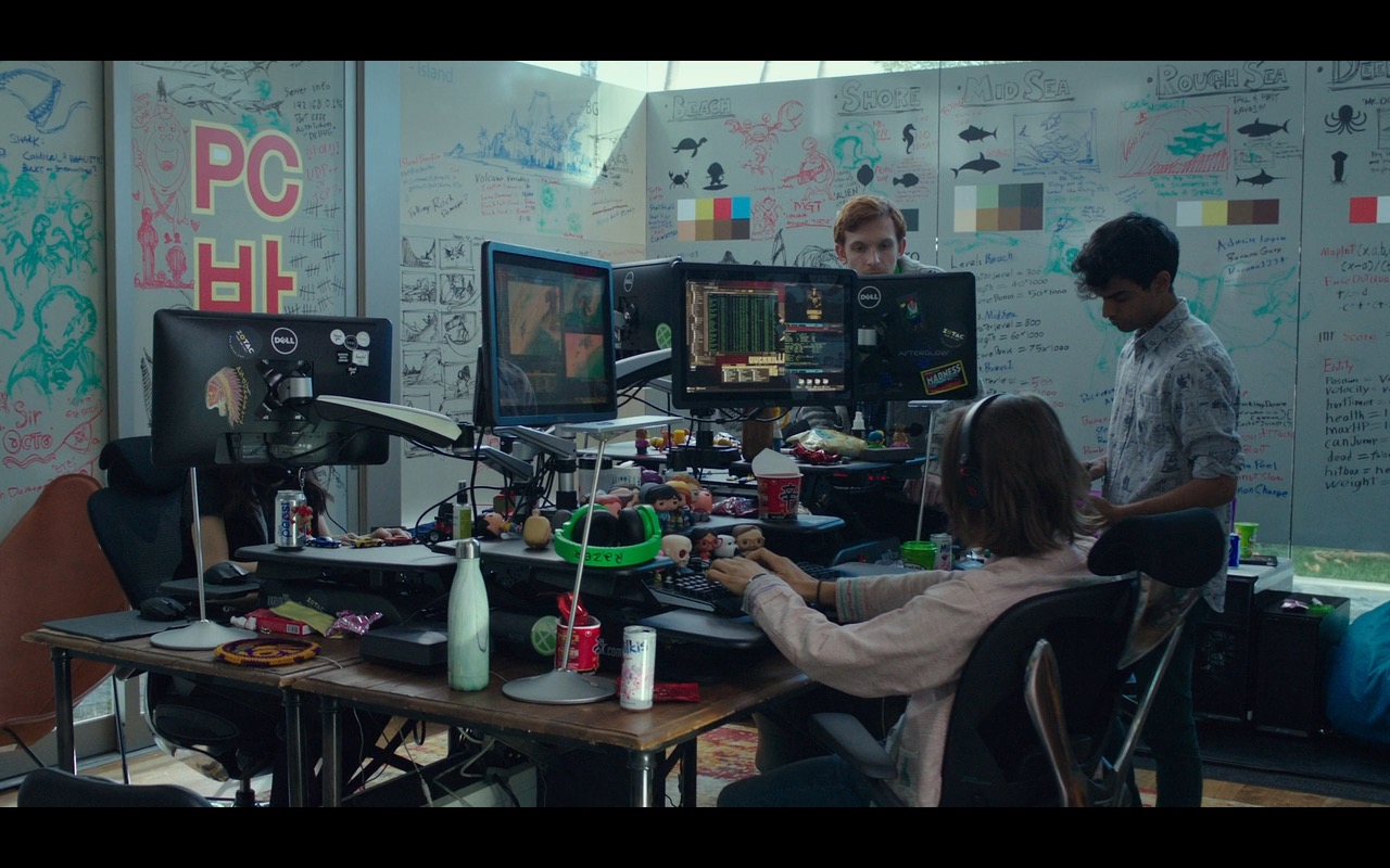 Dell Monitors And Razer Green Gaming Headphones – Why Him? (2016) Movie Product Placement