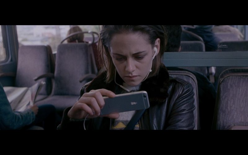 Kristen Stewart and Apple iPhone 6 – Personal Shopper 2016 (1)