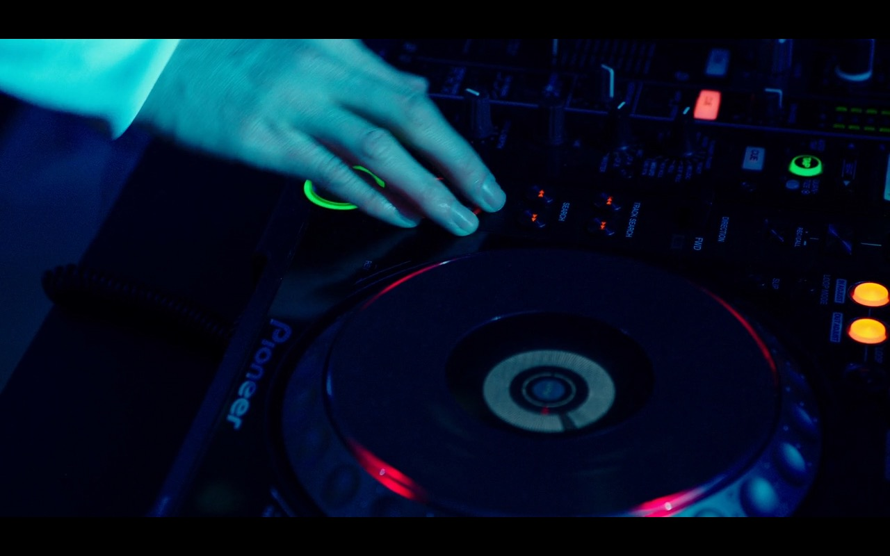 Pioneer DJ Equipment – Why Him? (2016) - Movie Product Placement