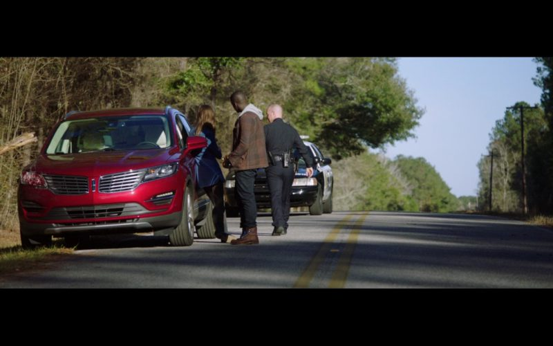 Red Lincoln MKC Car – Get Out 2017 (1)