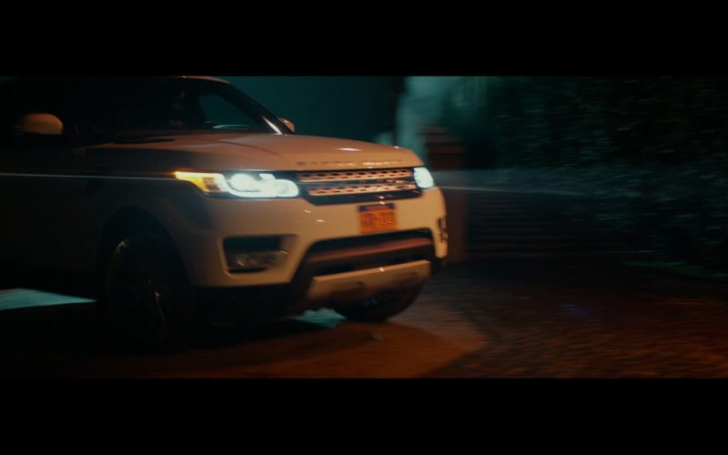 White Range Rover Vogue (1)