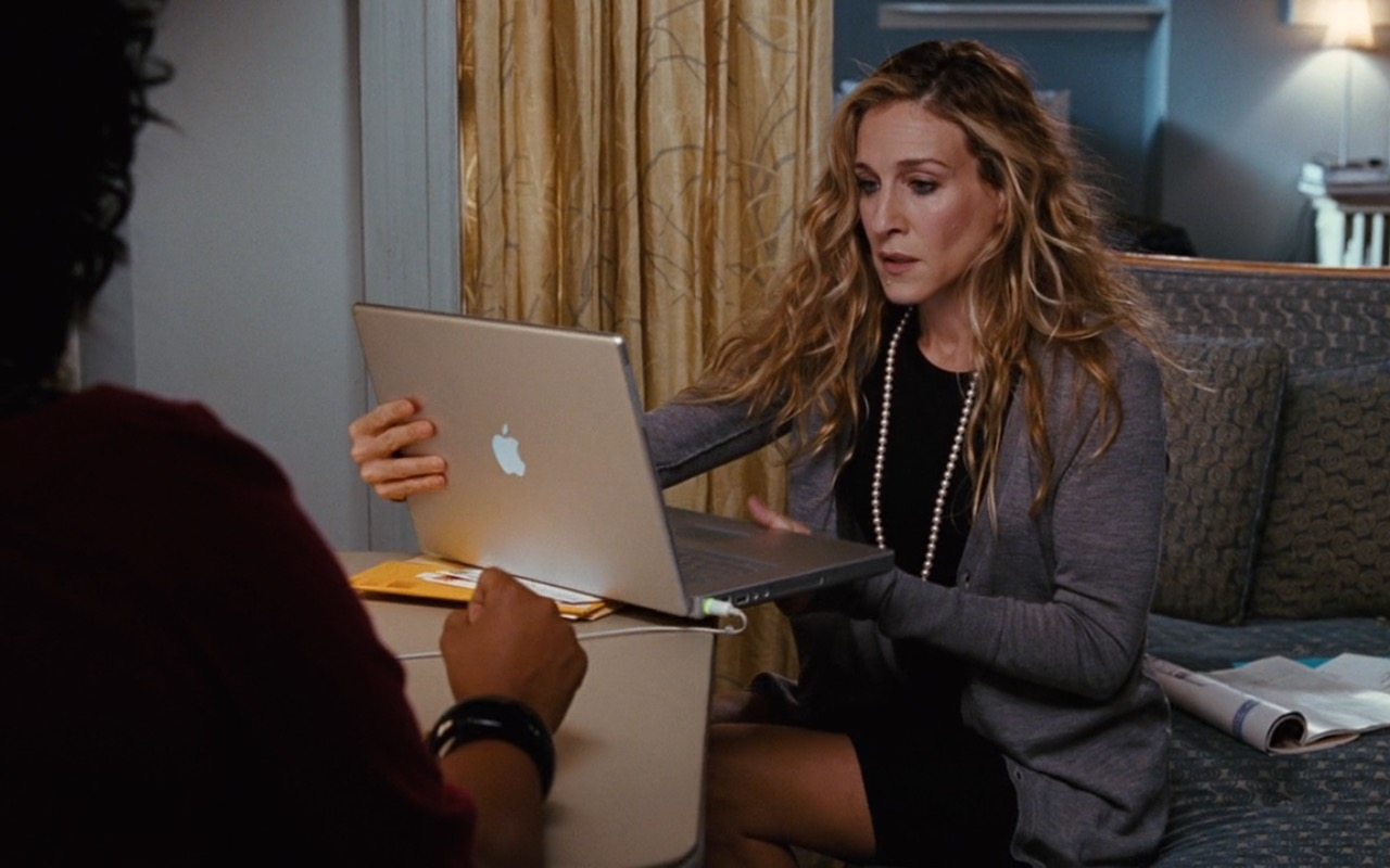 Apple Laptop Used By Sarah Jessica Parker - Sex and the City (2008) Movie Product Placement