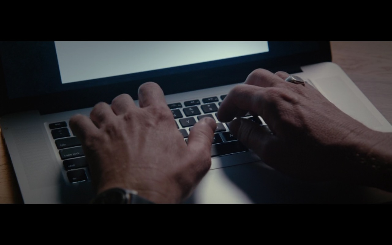 Apple MacBook - 2:22 (2017) Movie Product Placement