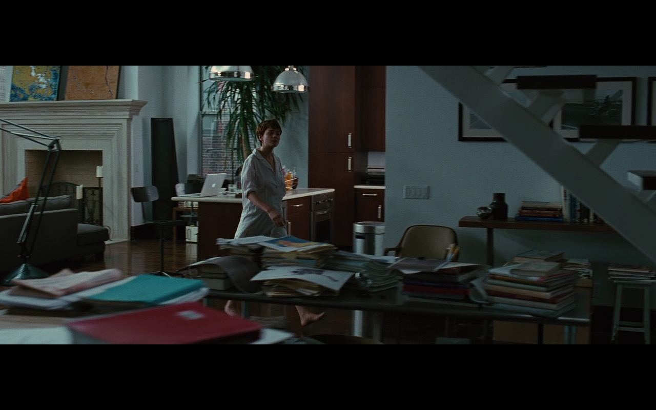 Apple MacBook Pro – Wall Street: Money Never Sleeps (2010) Movie Product Placement