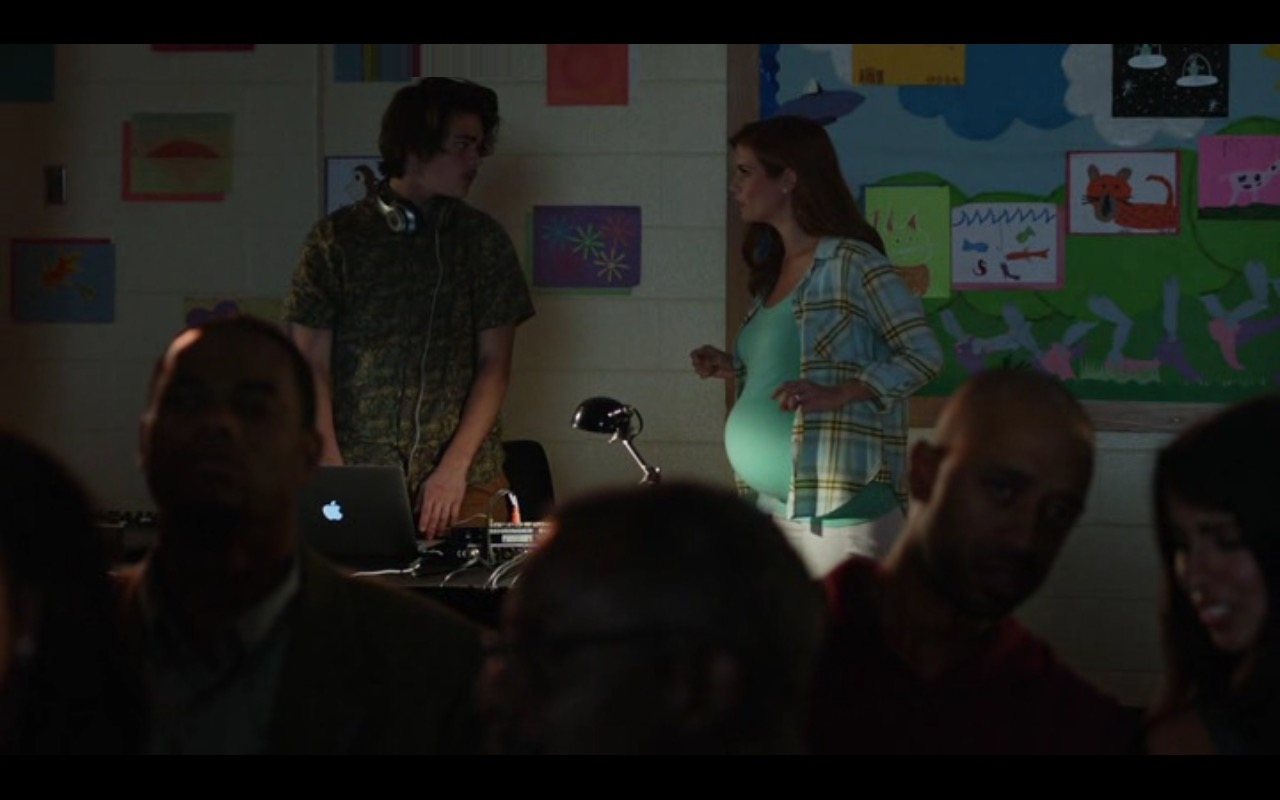 Apple MacBook Pro 13 – Fist Fight (2017) Movie Product Placement