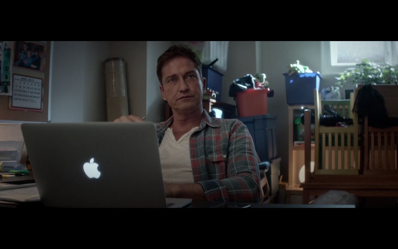 Apple Macbook Pro 15 – A Family Man (2016) Movie Product Placement