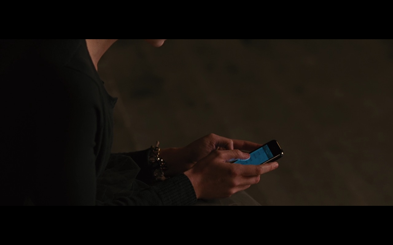 Apple iPhone 3G/3GS – Wall Street: Money Never Sleeps (2010) Movie Product Placement