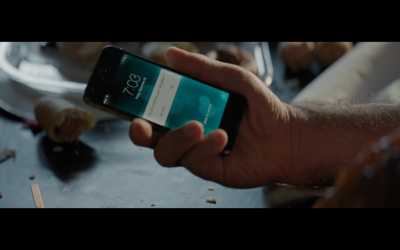 Apple iPhone 5-5s – Office Christmas Party (2016) Movie Product Placement