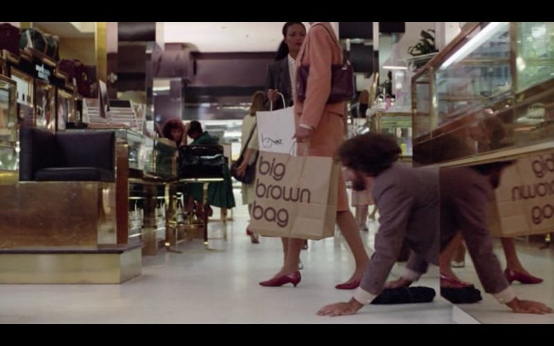 Big Brown Bag (Bloomingdale's) – Moscow on the Hudson (1984) Movie Product Placement
